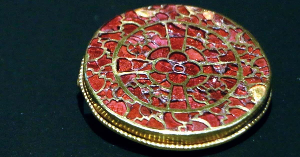 Queen Arégonde's adornments: splendid jewels of the Merovingian period